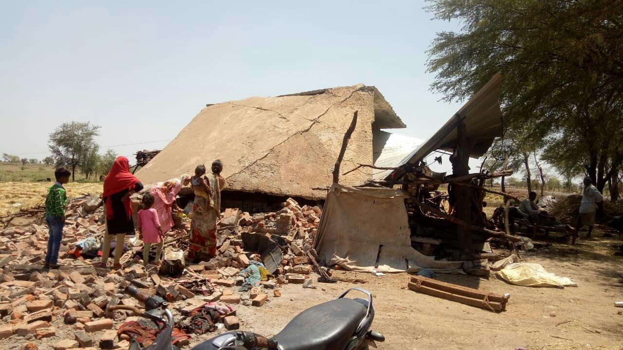 सिलेंडर फटा,  आग से 50 हजार नकद व 12 क्विंटल चना सहित गृहस्थी का सामान जला