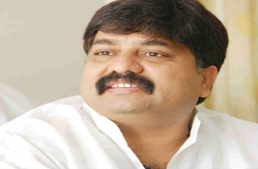 सपा छोड़ कांग्रेस में शामिल हुए आबिद रज़ा को गाड़ी समेत बम से उड़ाने की धमकी