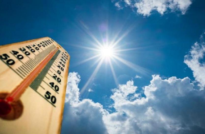 पारा 43 डिग्री: स्वास्थ्य विभाग ने लू से बचने जारी किया सुझाव, घर जाने धूप में तप रहे स्कूली बच्चे