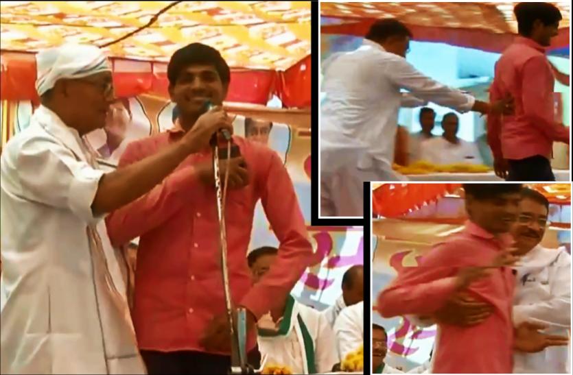 दिग्विजय के मंच से मोदी की तारीफ, कांग्रेस नेता ने युवक को धक्के देकर भगाया