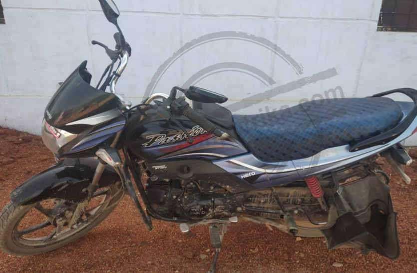 बाइक पर तस्करी: पुलिस को देख बाइक छोड़ भागे तस्कर , 25 किलो डोडा चूरा बरामद