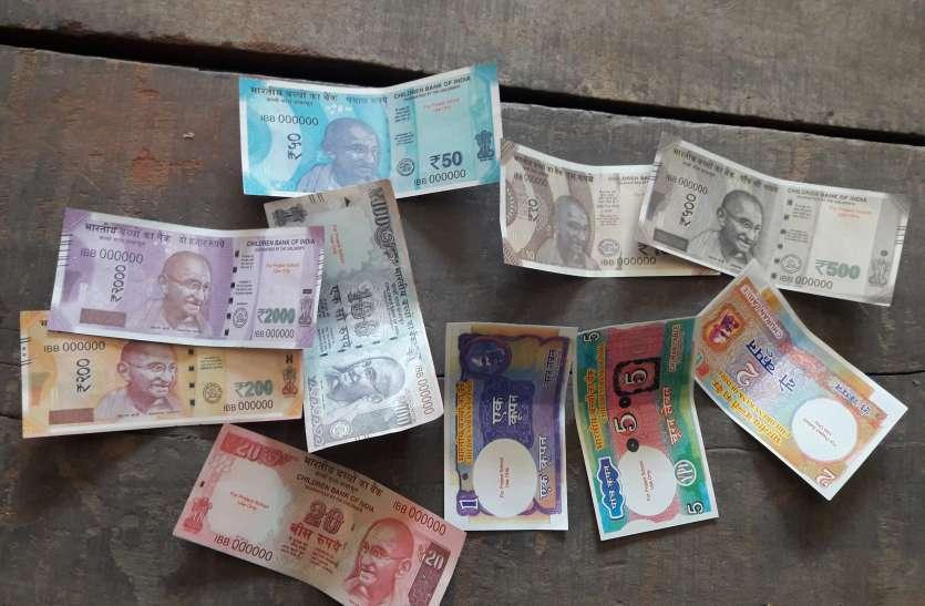 ये क्या भक्त भगवान को ही लगा रहे चूना, खोली दान पेटी तो निकले भारतीय बच्चों के  बैंक  नोट