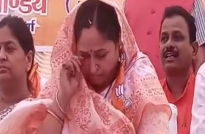 BJP सांसद पर भाजपा कार्यकर्ताओं ने ही भरी मीटिंग में उठाए सवाल, मांगा 5 साल का हिसाब