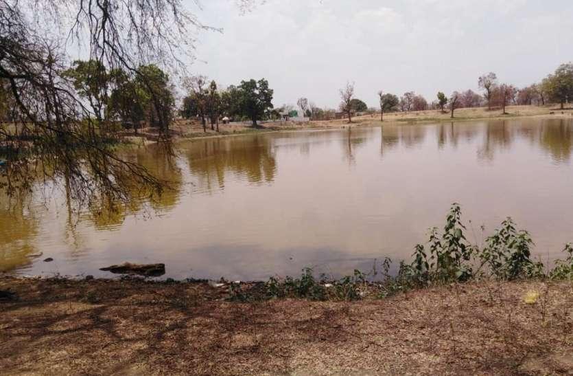 कामठी के सार्वजनिक तालाब पर दबंगों का कब्जा