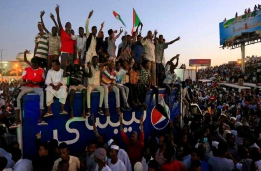 सूडान संकट: सेना ने प्रदर्शनकारियों को राजधानी में विरोध-प्रदर्शन न करने की दी चेतावनी