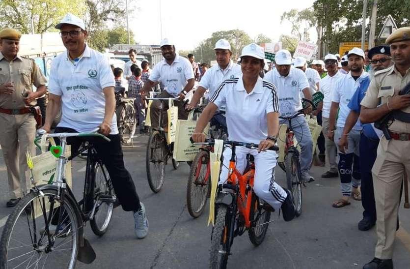 करौली में साइकिल पर कलक्टर-एसपी ने लगाई दौड़