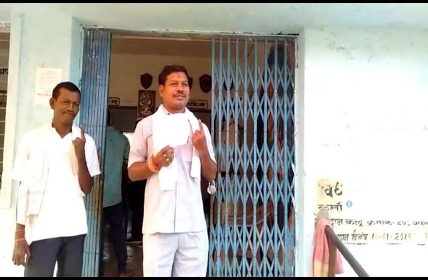 कांग्रेस प्रत्याशी लालजीत सिंह राठिया ने किया मतदान, कहा- जीत को लेकर 1001% है आश्वस्त