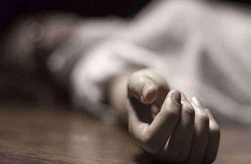 पति की बीमारी से तंग पत्नी ने दी जान, दुखी पति ने खुद के पेट में कैंची मारकर की खुदकुशी