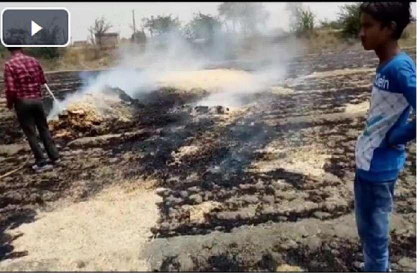 VIDEO : रोड़ महू नहर के पास भरतलाल के गेहूं के खेत मे लगी आग