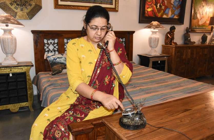 Telephone day special- मोबाइल ने टेलीफोन को बना दिया एंटीक, देखें वीडियो