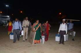 मतदान सामग्री जमा करने इंजीनियरिंग कॉलेज में आधी रात तक भीड़