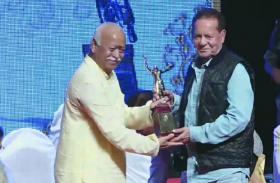 सलमान खान के पिता सलीम खान को बड़ा सम्मान, आरएसएस प्रमुख मोहन भागवत ने दिया दीनानाथ मंगेश्कर अवॉर्ड