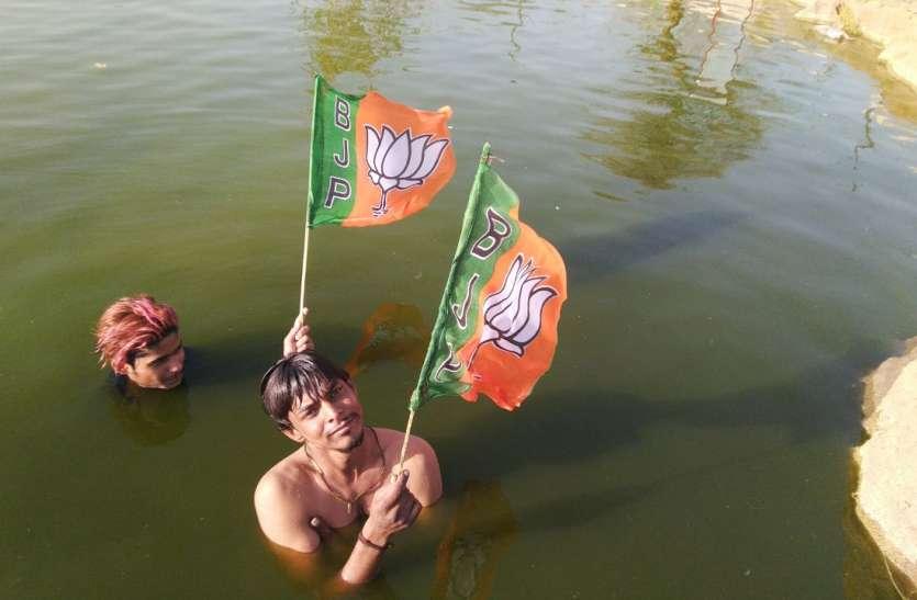 Lok Sabha Election 2019 - जोधपुर में प्रधानमंत्री नरेंद्र मोदी के फैन जल योगा से कर रहे अनूठा प्रचार, देखें वीडियो