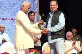 83 की उम्र में इस खास अॅवार्ड से सम्मानित हुए सलमान खान के पिता,  RSS प्रमुख ने दिया सम्मान