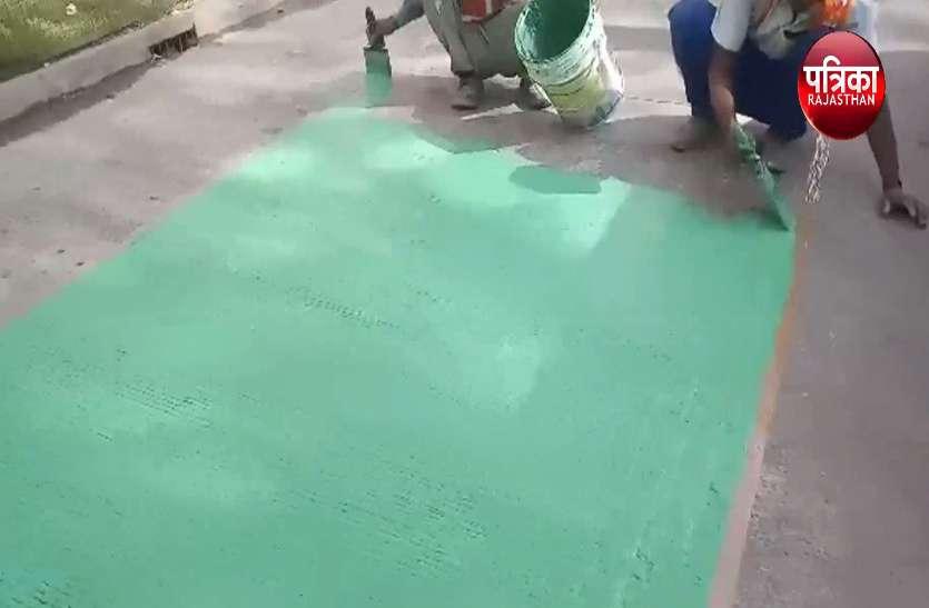 किशनपोल बाजार में रिक्शा—साइकिल के लिए हरी पट्टी