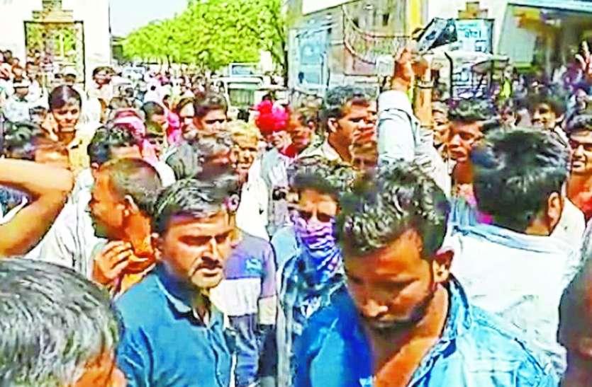 समर्थन मूल्य पर खरीदी : तुलावटियों की ड्यूटी नहीं लगाए जाने पर मंडी कर दी बंद, किसानों ने जताया आक्रोश