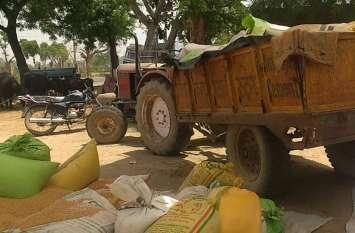 सरकारी समर्थन मूल्य पर गेहूं बेचने को तरस रहे किसान