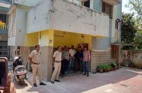 रमन सिंह की सरकार हटते ही दिया था इस्तीफा, अब इस अधिकारी के ठिकानों पर एक साथ पड़े 12 जगहों पर छापे