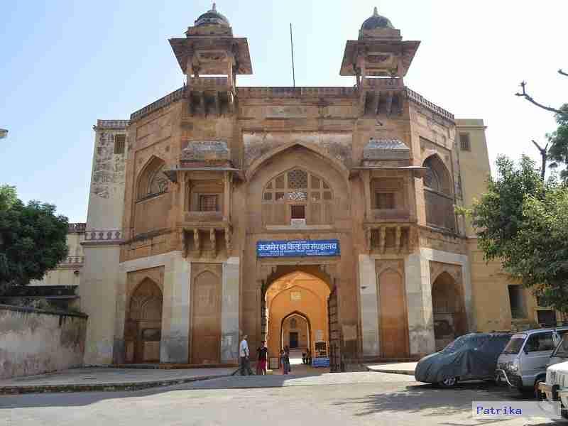 अकबर का महल एवं संग्रहालय