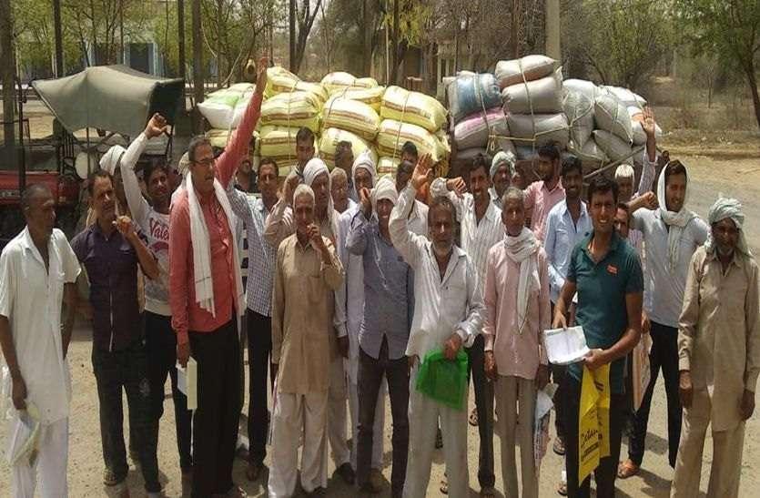 चिड़ावा में किसानों ने नारेबाजी कर जताया विरोध