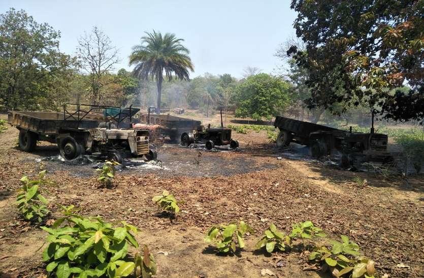 माओवादियों ने सड़क निर्माण में लगी 10 गाड़ियों में लगाई आग, फिर चालक और मजदूरों को बंधक बनाकर की पिटाई