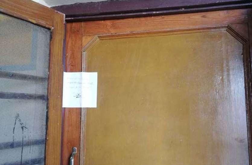 नगर परिषद ने प्लाट का कब्जा नहीं दिया तो कुर्की के लिए किया नोटिस चस्पा