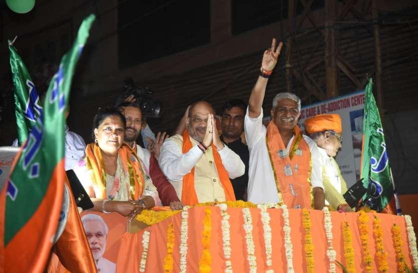 Loksabha Election 2019- रोड शो में राजे व शेखावत के बीच नजर आए शाह, देखें वीडियो