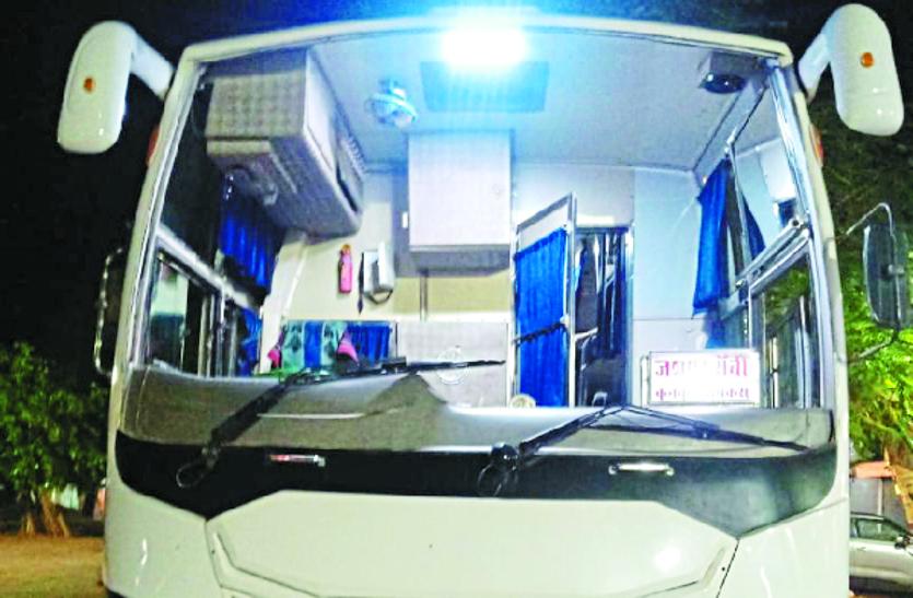 NH-53 में लग्जरी बसों पर हुआ पथराव, पुलिस ने अज्ञात आरोपी के खिलाफ किया अपराध दर्ज