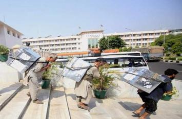 जम्मू में दरबार छह महीने के लिए बंद, कर्मचारियों का काफिला और रिकॉर्ड श्रीनगर रवाना