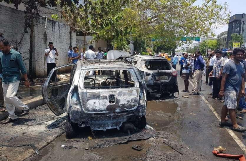 धू-धू कर जली सडक़ के किनारे खड़ी दो कार, कोई हताहत नहीं