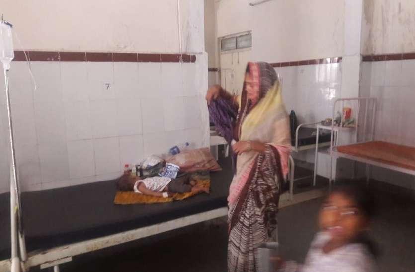 चार घंटे बिजली की लुकाछिपी,पसीना-पसीना हुए मरीज
