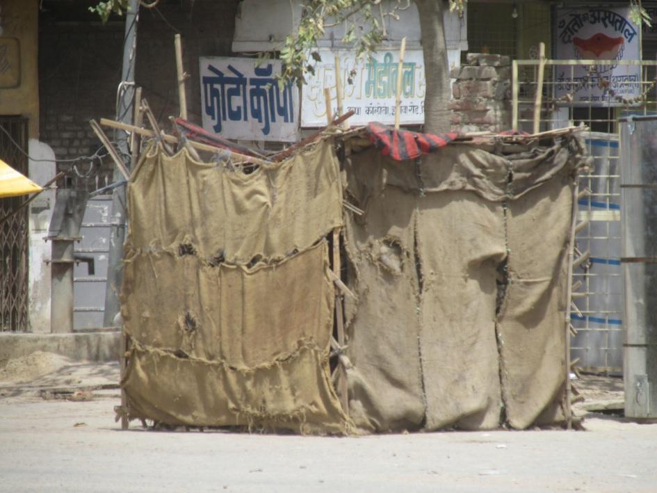 भीषण गर्मी में भी राहगीरों को नहीं मिल रहा पानी