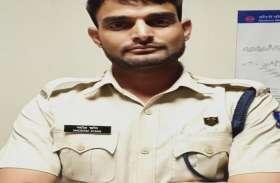 दिल्ली: चांदनी चौक मेट्रो स्टेशन से पकड़ा गया फर्जी CRPF जवान, दो-दो नकली आधार कार्ड भी बरामद