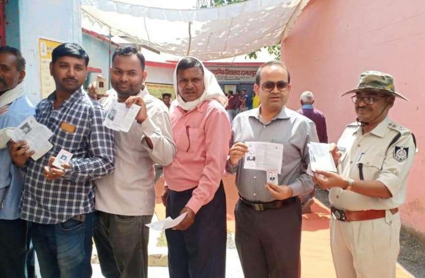 जिले में 70 फीसदी मतदाताओं ने दी मतो की आहूति, ईवीएम में बंद हुए प्रत्याशियों की तकदीर