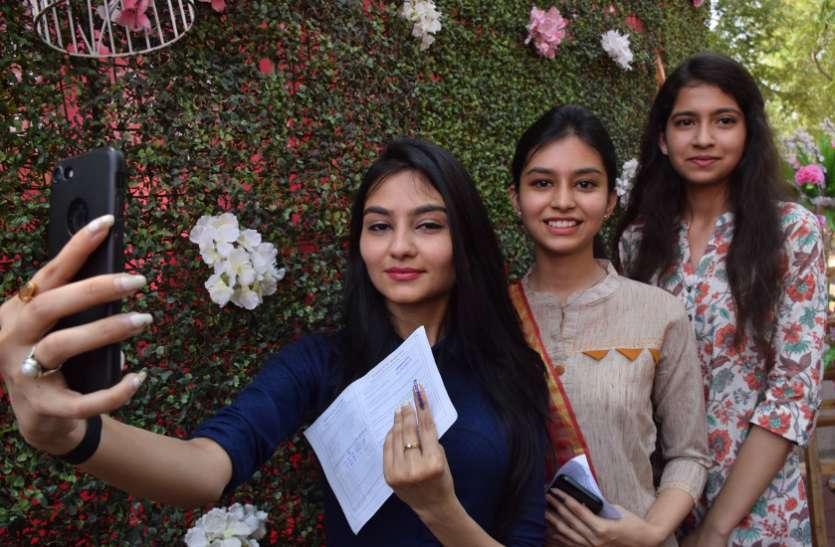Lok sabha election 2019 : सोशल मीडिया पर छाया रहा वोटिंग का ट्रेंड, पूरे जोश के साथ लोगों ने किया वोट
