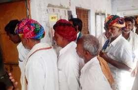 Lok Sabha Election 2019 Live Update: बूंदी के इस गांव में ग्रामीणों ने कहा : बिजली-सडक़ ही नहीं तो काहे का मतदान, समझाइश की तब माने