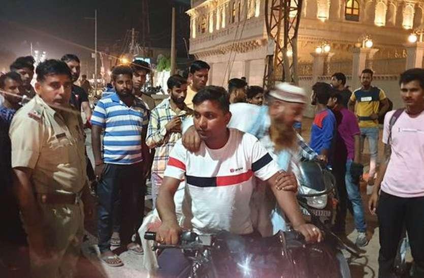 बाइक रुकवाई, बुजुर्ग से मारपीट कर रुपए छीन ले गए दो युवक