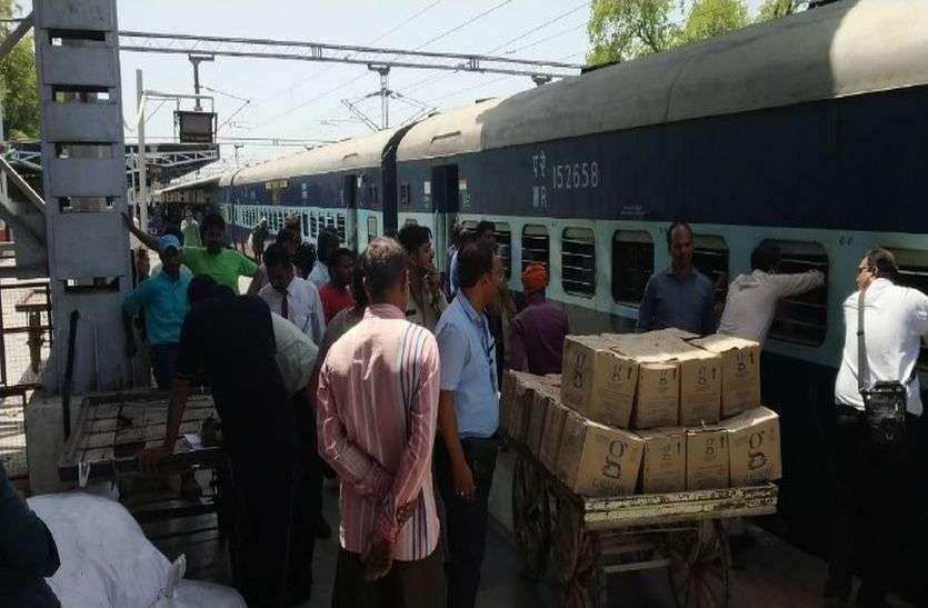 एक महीने तक ट्रेनों में मिलेगी कंफर्म सीट,  रेलवे ने ट्रेनों के डिब्बों में की अस्थाई बढोतरी