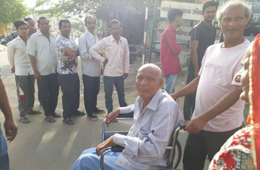 गर्मी में भी मतदान का जोश, 141147 मतदाता कर चुके हैं सिवनी जिले में मतदान, लगी हैं कतार