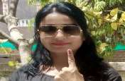 Lok Sabha Election 2019 : मतदान केंद्रों पर छाया उत्साह,  लोकतंत्र के महापर्व की देखें खास तस्वीरें