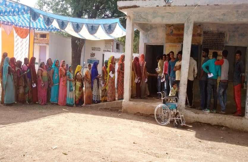 Loksabha election live: झुलसाती धूप ने भी नहीं कम होने दिया उत्साह, लोकतंत्र के इस उत्सव में हर कोई निभा रहा सहभागिता