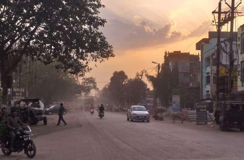 सड़कों पर उड़ रही बेशुमार धूल: परेशानी के साथ जनस्वास्थ्य पर तरह तरह के दुष्प्रभाव