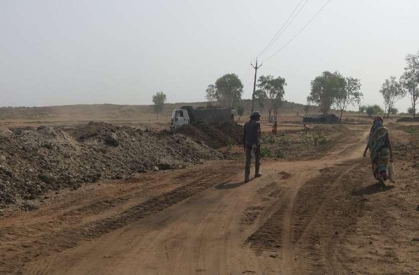 नरसिंहपुर में सरकारी अफसर ले रहे करोड़ों के ठेके