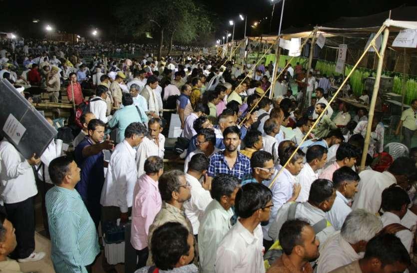 Loksabha election 2019- ईवीएम और वीवीपेट जमा करवाने पहुंचे 14 हजार से ज्यादा कर्मचारी