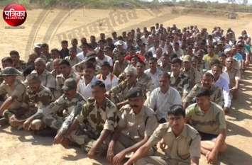 Video : बांसवाड़ा में चुनाव ड्यूटी पर लगे जवानों ने जताया विरोध, भोजन और भुगतान के भी नहीं ठिकाने