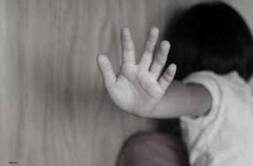 खून से लथपथ पहुंची 6 साल की मासूम को देख मां के उड़ गए होश, गंभीर हालत में बच्ची को किया गया रायपुर रेफर