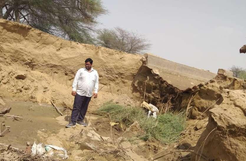 कुमटा माइनर में कटाव, खेतों में भरा पानी