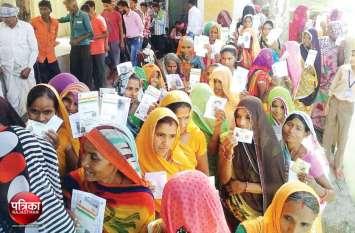 #LokSabhaElection2019 : वागड़ में आधी आबादी ने निभाई पूरी जिम्मेदारी, महिलाओं ने वोट डालने में पुरुषों को पीछे छोड़ा