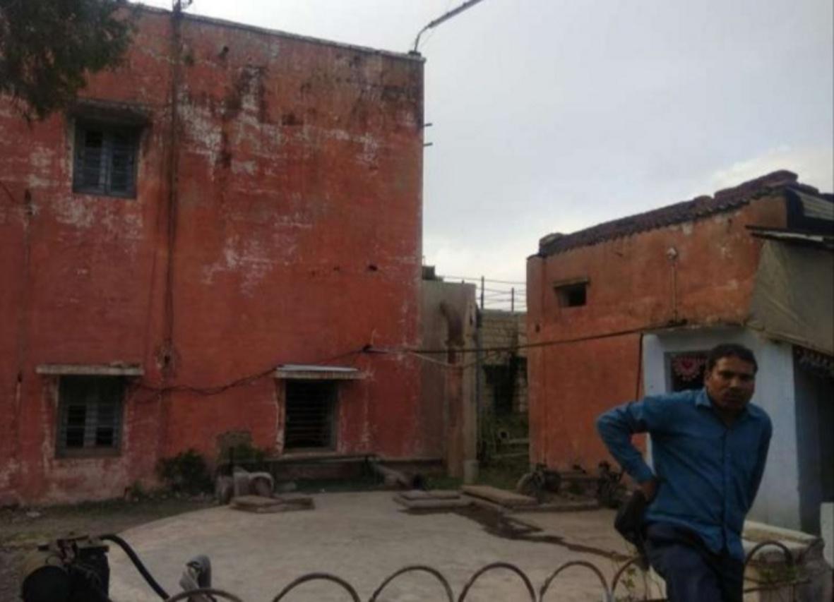 नगर पालिका जनता को पिला रही गंदा पानी