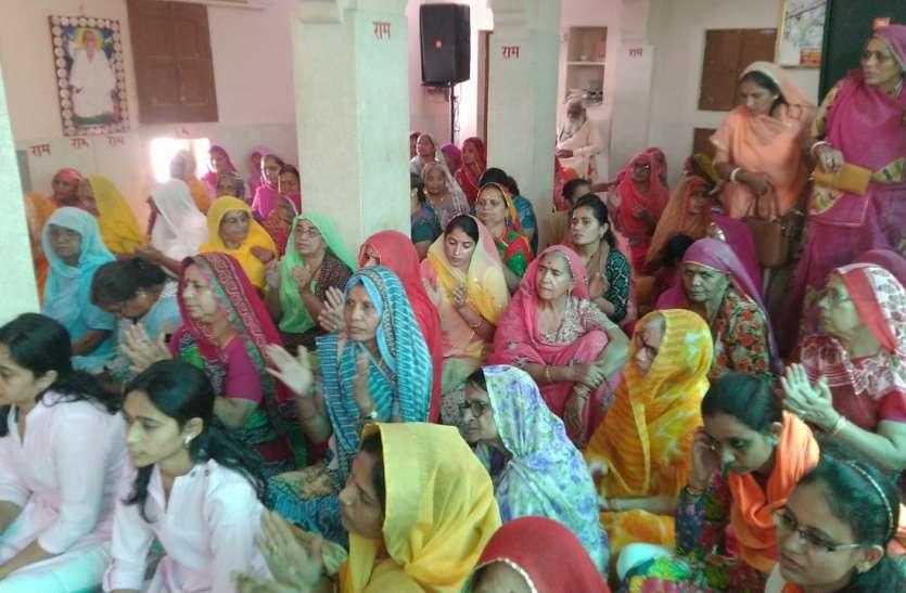 मलूक पीठाधीश्वर की धर्म सभा में पहुंचे साधु संत, देखें वीडियो